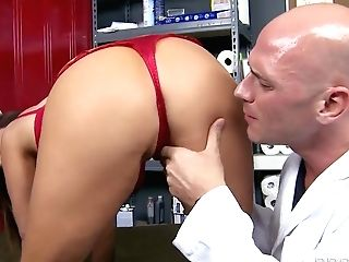 Big-chested Honey Kianna Dior Tastes Johnny Sins' Intense Man...